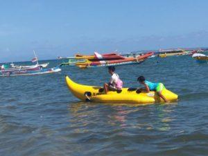 banana boat pantai pink